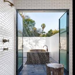 Rustic styled modern bathroom #bath #bathroomdesign #rusticdecor #rustic #bathroom #design