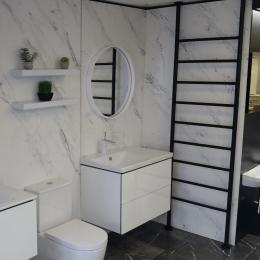 Big towel rail keeping this bathroom warm #bathroom #bathroomrenovation #copper #bath #bathtime #hotel #spa #winter #snow #christmas #bathroom #interior #decor #designer #interiorhome #newhome #decorinspo #superhomes #interiorhomes #homesofinsta #bathroomsofinsta #instabathroom
